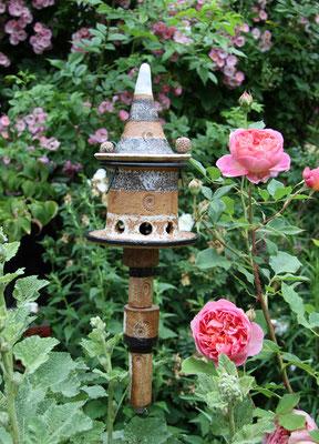 Vogelfutterhaus klein, Dekor Schiefer zum Stecken auf 12 er Rundstahl, mit 4 Keramikelementen und Manschettenring, damit die Keramikelemente nicht abrutschen.