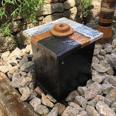 Keramik Quader schwarz glasiert mit Abtropfplatte bemalt