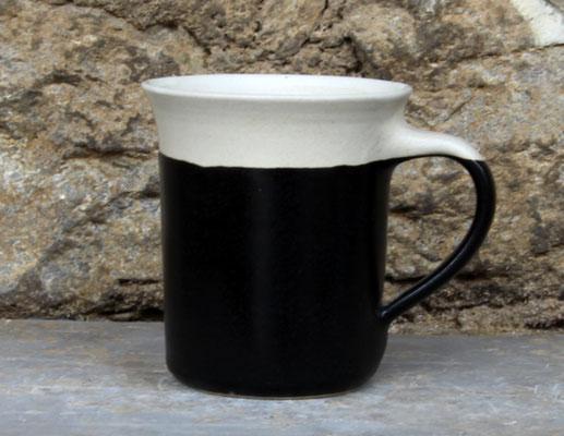Keramik Tasse zylindrisch Nachtschwarz, H ca. 10 cm ø oben ca. 9,5 cm