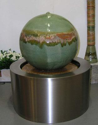 Keramik Brunnen, Kugel ø ca. 50 cm Neuseelanddekor mit GFK Becken ø 65 cm, h. 35 cm, Edelstahlmantel