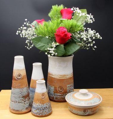 Vase H ca. 17,5 cm ø oben ca. 9 cm, Keramikvasen in verschiedenen Größen, Butterdose, Dekor Camargue
