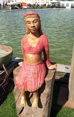 Keramik handgemacht, Mädchen mit rotem Haarband
