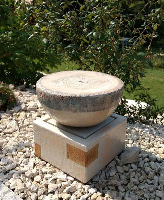 Keramik Brunnen, Halbkugel Quellstein ø ca. 35 cm perlmutt bemalt und Becken ca. 26x26x18 cm perlmutt natur glasiert