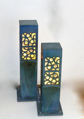 Keramik, Lichtsäulen perlmuttblau natur ca. 70 cm und 50 cm hoch