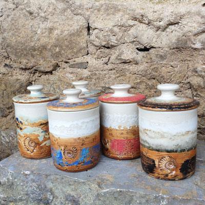 Keramik, Teedosen in verschiedenen Dekoren