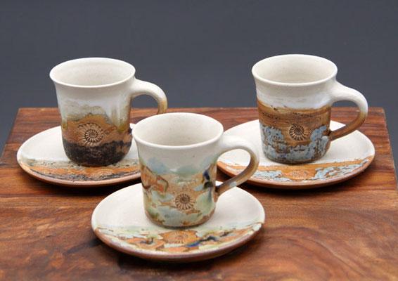 Keramik Espresso Gedeck Neuseeland vorne, hinten links Basalt und hinten rechts Camargue