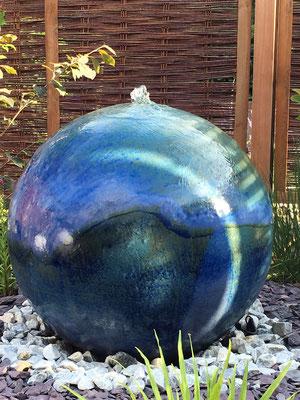 Keramik Brunnen, frostfest Wasserkugel ca. 50 cm perlmutt blau glasiert