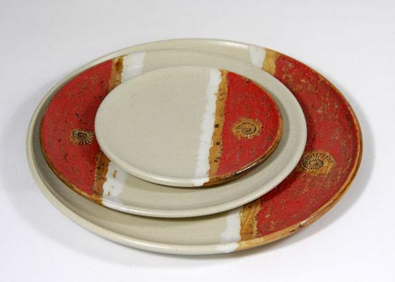 Keramiktellersatz in verschiedenen Aufdeckvariationen, Dekor Granatapfel