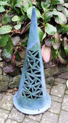 Keramik, Lichtkegel ca. 70 cm hoch rot perlmuttblau glasiert