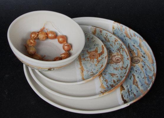 Keramik Service 4-teilig, Speiseteller  ø ca. 26,5 cm, Kuchenteller ø ca. 20,5 cm, Unterteller ø ca. 15 cm,Dekor Camarque