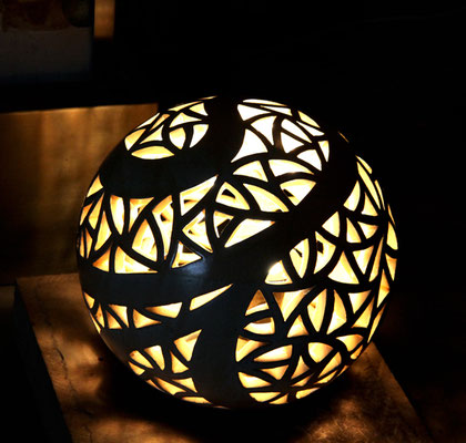 Keramik, Lichtobjekt Kugel ø ca. 45 cm Perlmuttblau