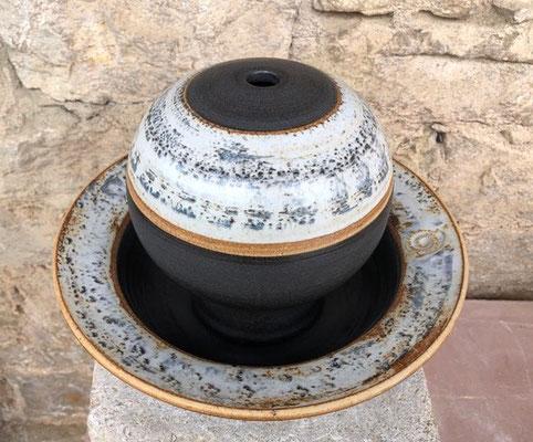 Keramik Zimmerbrunnen, Kugel ø ca. 18 cm, Schale ca. 30 cm, Dekor Schiefer