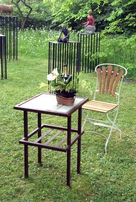 Tisch Metall mit Keramikplatte ca. 45x45cm, in verschiedenen Glasurfarben zu bestellen.