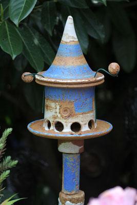 Keramik frostfest, Futterhausstele klein Santorin, mit 4 Keramikelementen, auf Metallstab ø 12 mm  In verschiedenen Farbkombinationen lieferbar.  Preis 115 €