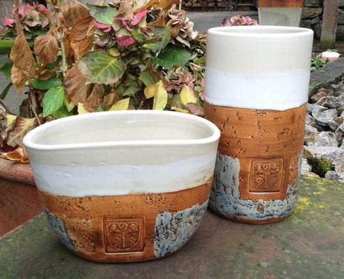 Keramik Weinkühler für Literflasche oder Bocksbeutel, Dekor Camargue mit Stempel Gemeinde Frickenhausen