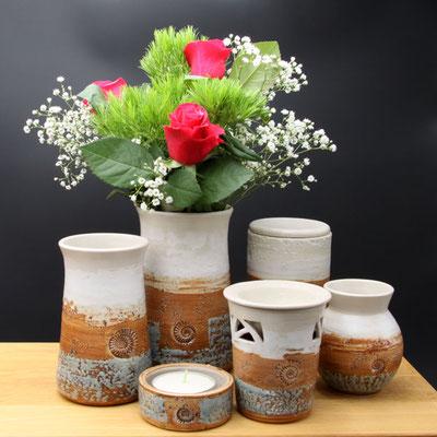 Vasengruppe, Duftlampe, Teelicht, Dekor Camargue Vase H ca. 17,5 cm ø oben ca. 9 cm, Vase H ca. 15 cm ø oben 9 cm