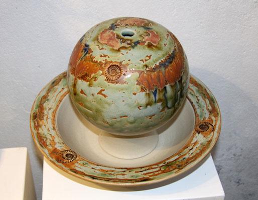 Keramik Zimmerbrunnen, Tischbrunnen Kugel ø ca. 17,5 cm, Schale mit Fahne ø ca. 32 cm, Dekor Neuseeland
