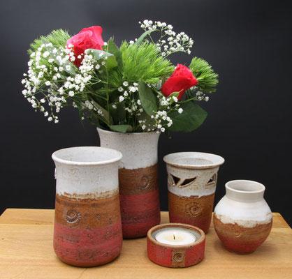 Vasen H ca. 17,5 cm ø oben ca. 9 cm, Vase H ca. 15 cm ø oben 9 cm, Teelicht, Duftlampe, kleine bauchige Vase Dekor Granatapfel