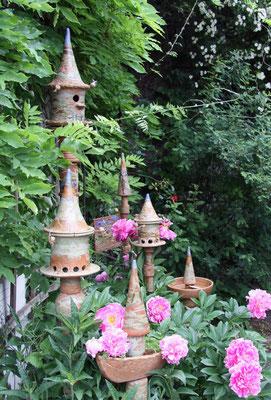 Keramik frostfest, Vogelnisthausstele, Vogelfutterhausstele groß und klein, Vogeltränke und Sukkulentenstele