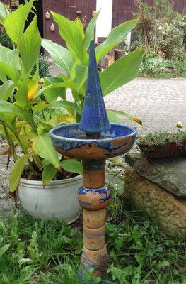 Stele als Vogeltränke ca. 80 cm hoch blau natur glasiert