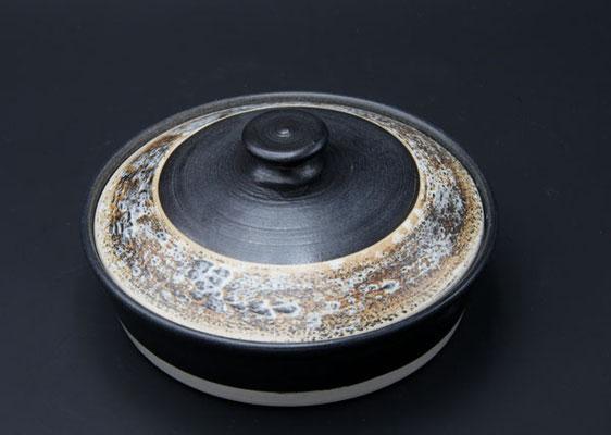 Keramik, Butterdose  ø ca. 17,5 cm h. 4.5 cm, Dekor Schiefer