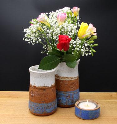 Vasen H ca. 17,5 cm ø oben ca. 9 cm, Vase H ca. 15 cm ø oben 9 cm, Teelicht Dekor Santorin,