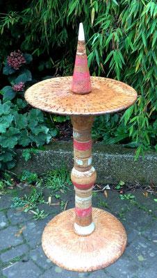 Proseccotisch, Platte natur und Fußplatte Natur mit roten Keramikteilen kombiniert. Frostfest