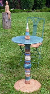 Proseccotisch, Platte blau und Fußplatte Natur mit blauen Keramikteilen kombiniert. Frostfest