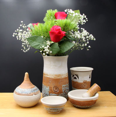 Vase Vase H ca. 17,5 cm ø oben ca. 9 cm, Dose, Duftlampe Mörser und kleine Schale in Dekor Camargue