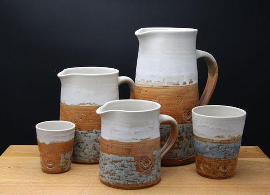 Keramik, Krüge in 3 Größen Dekor Camargue, Becher in zwei Größen