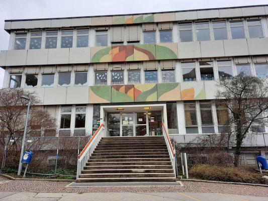 Der Eingang der Grundschule.