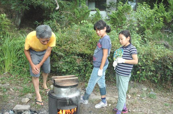 仲良し三人組でご飯炊きに挑戦したよ。