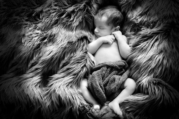Neugeborenen natürlich fotografiertNeugeborenenfotografie Allgäu, Neugeborenes, Allgäu, Kempten, Baby, Newborn, Kinder, Fotografin Neugeborene, Katja Zschau