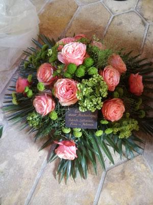Trauergesteck mit Palmblatt