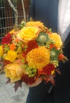 Brautstrauß in leuchtenden Herbstfarben