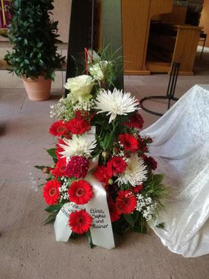 Trauergesteck weiß und rot