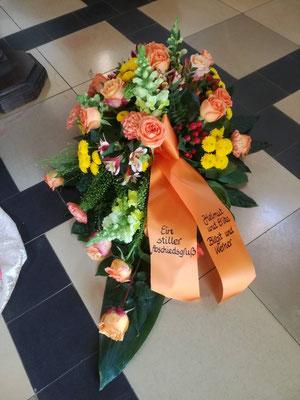 Trauergesteck mit Schleife in orange
