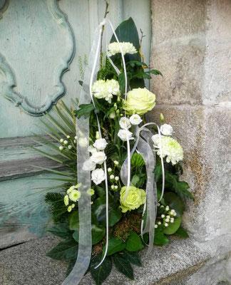 Trauerbukett weiß-grün
