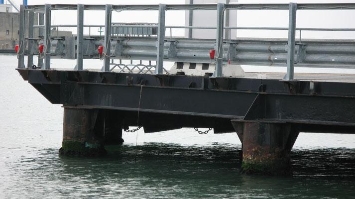 LIVORNO - Strutture attracco traghetti