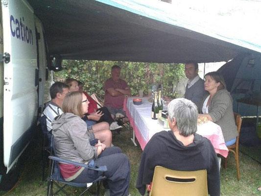 Le camping avec un apéro offert par la municipalité