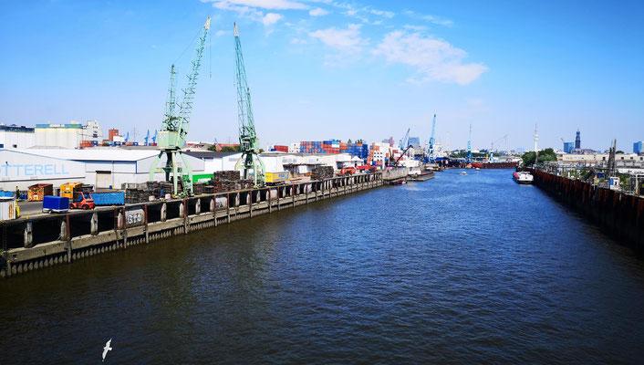Kreuz und Quer incl. Umleitungen durch das Hafengebiet.