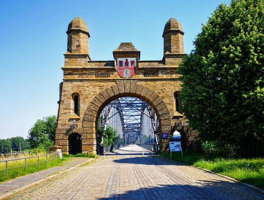 Tor zur alten Harburger Elbbrücke
