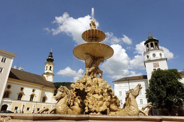 Residenzbrunnen in Salzburg: Mittelpunkt nicht nur vom Residenzplatz, sondern auch der Altstadt