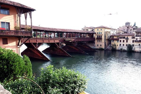 Die historische Brücke (Ponte Vecchio) in Bassano del Grappa