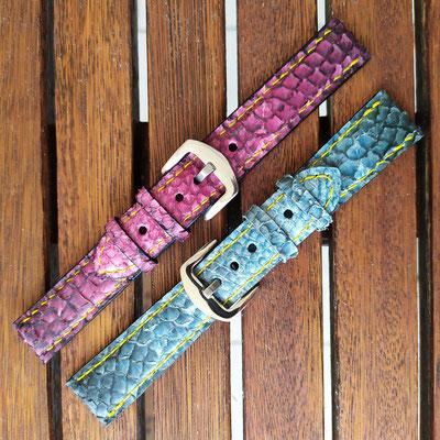 deux bracelets de montre en cuirs de poisson fuchsia et bleu
