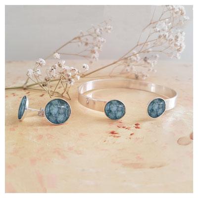 Boucle d'oreilles et bracelet avec insert en cuir de poisson bleu