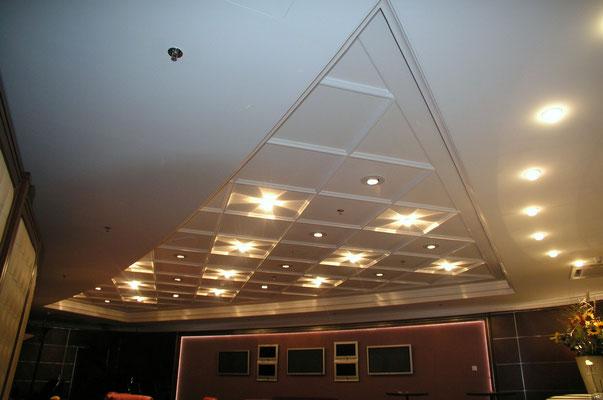 Gipskarton Stuckdecke inkl. Lichtband mit Abstufungen