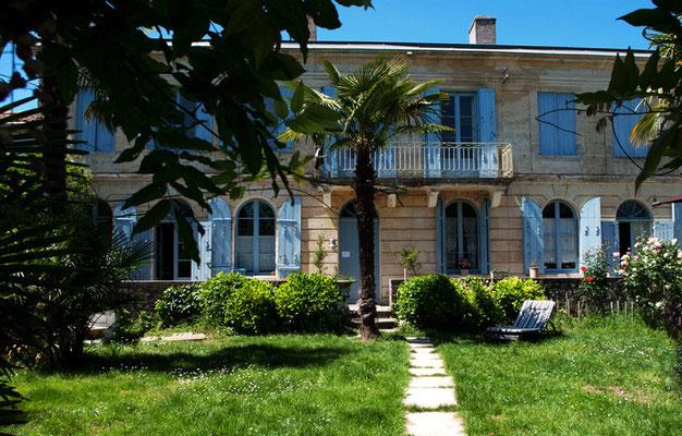 Les Palmiers du Port, chambres romantiques avec jacuzzi privatif.