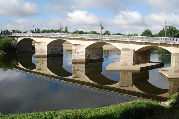 Pont Aliénor d'Aquitaine