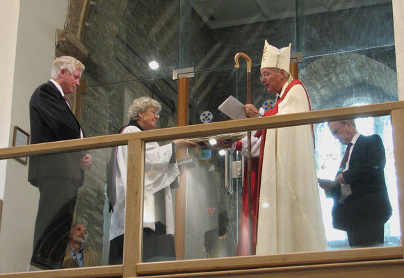 The Bishop passes the rope to Rev Alison Shaw (Photo: Chris Caryer)